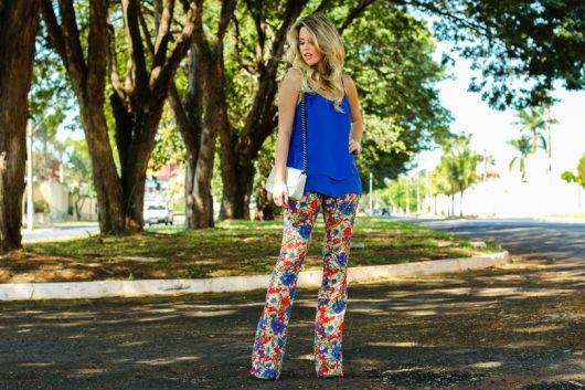 look calça floral colorida