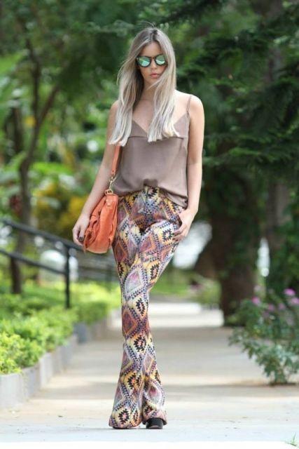 calça com estampa étnica